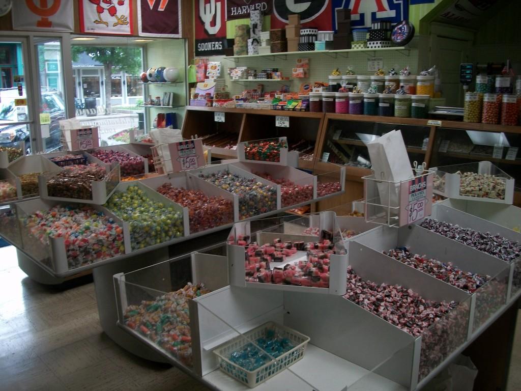 101 0948 Day 66: Holland Peanut Store