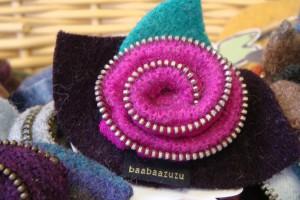 The Awesome Mitten - BaabaaZuZu zipper detail