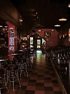 DSCN0859 The Meanwhile Bar