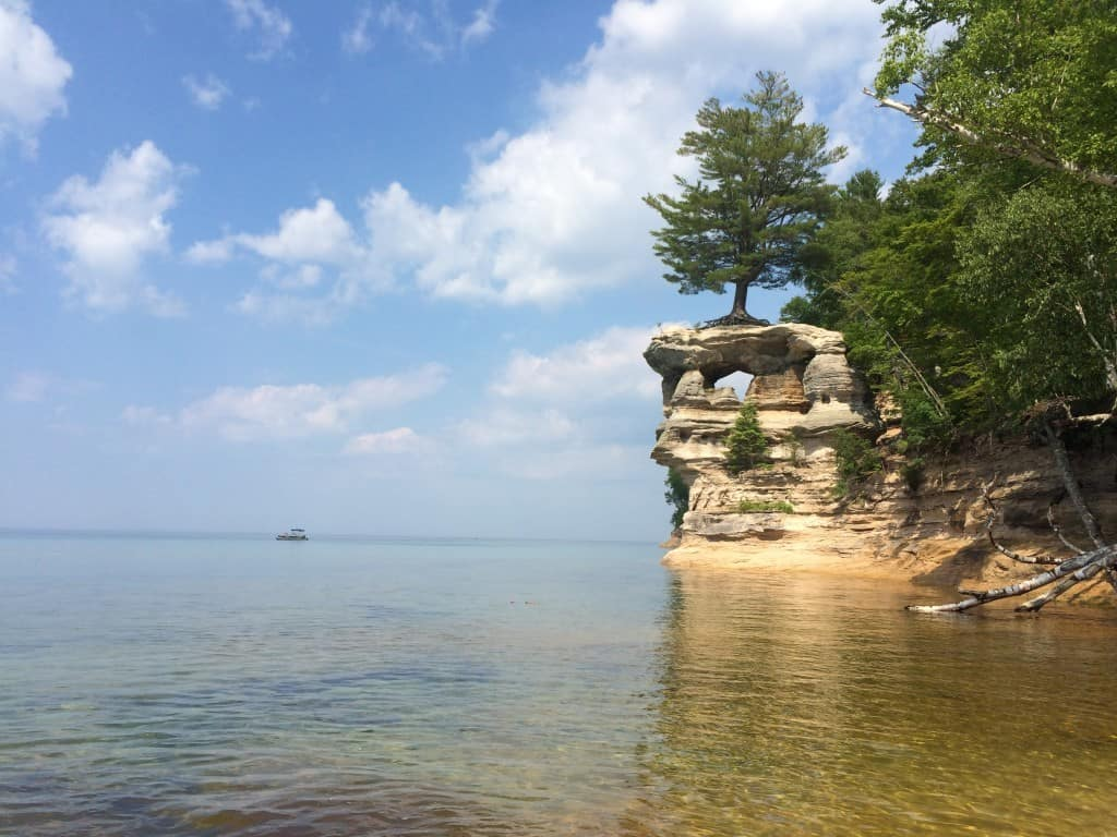Hiking Pictured Rocks - The Awesome Mitten