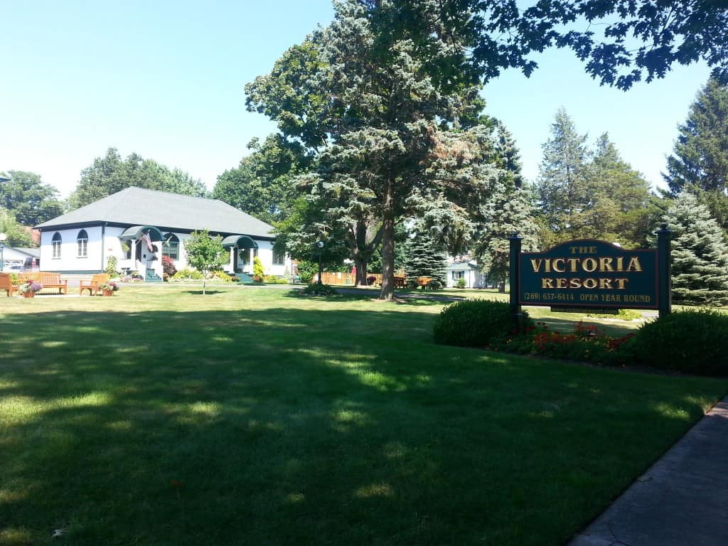 Victoria Resort Bed & Breakfast - #MittenTrip - South Haven - The Awesome Mitten