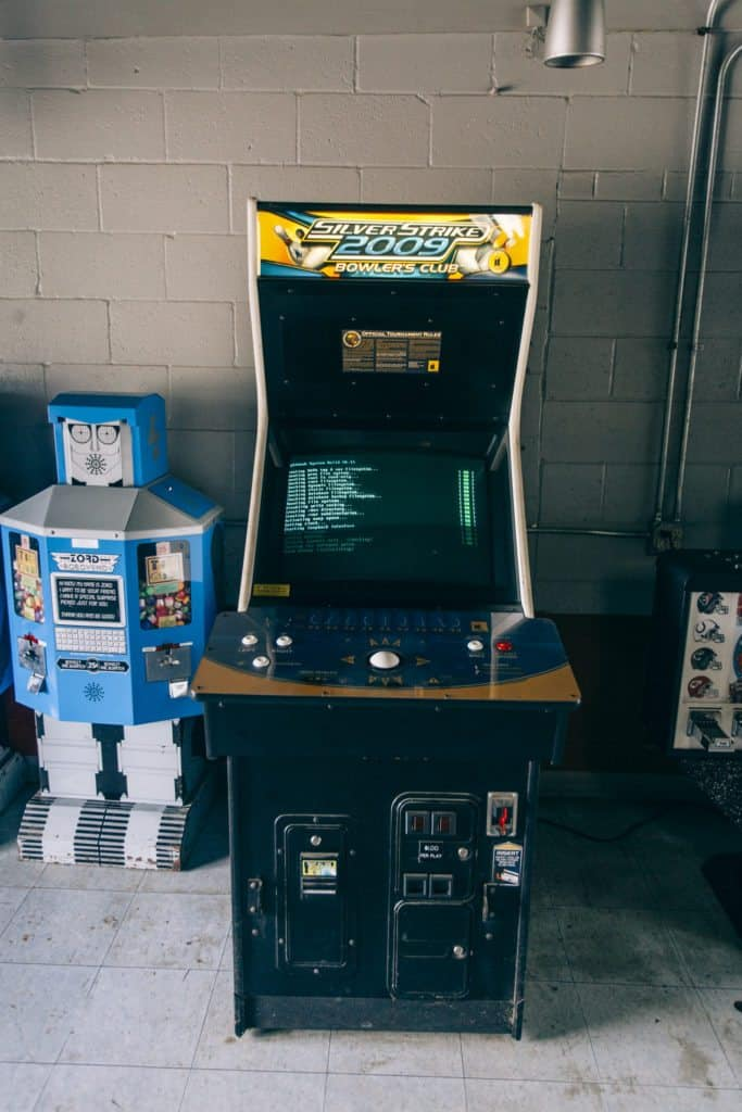 Getty Drive-In classic arcade games   Photo by Gideon Hunter