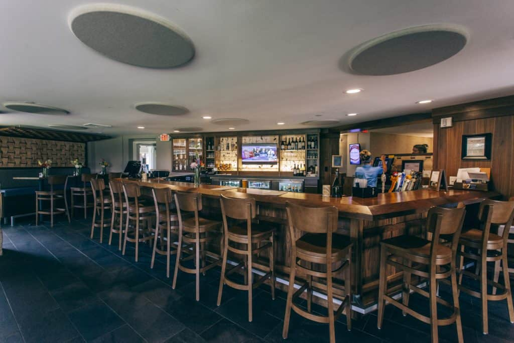Se4sons Gastropub bar area   Photo by Gideon Hunter