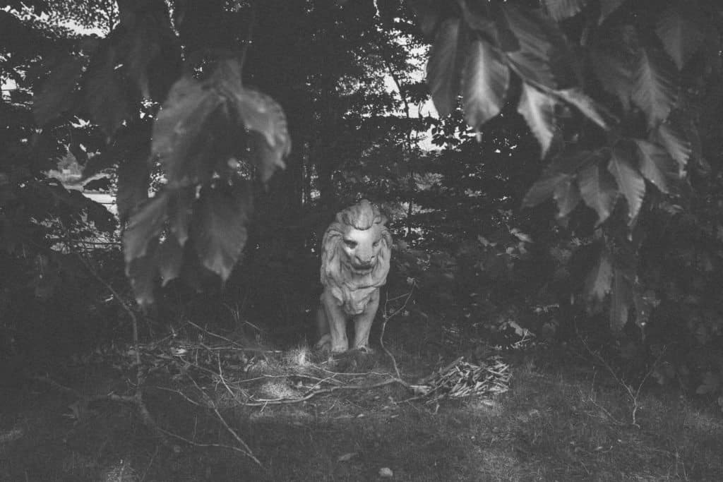 Nunica Lion Headstone | Photo by Gideon Hunter