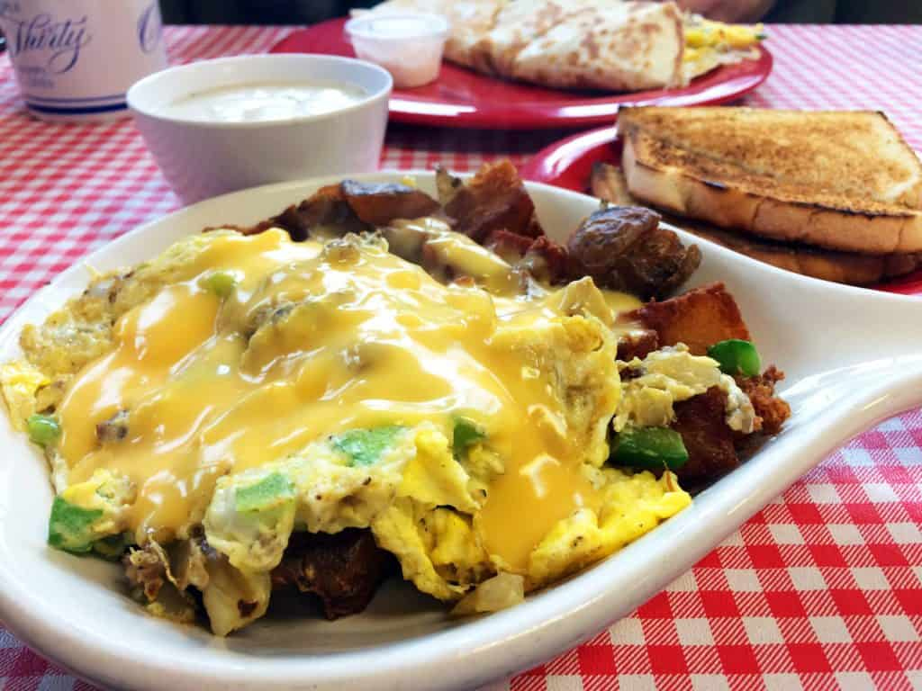 Houghton Lake - Little Boots Country Diner - The Awesome Mitten #MittenTrip