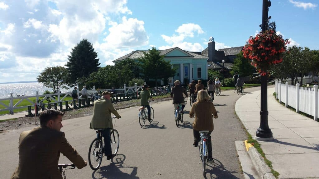 Bicycles And Tweed: The Perfect Combination - The Awesome Mitten