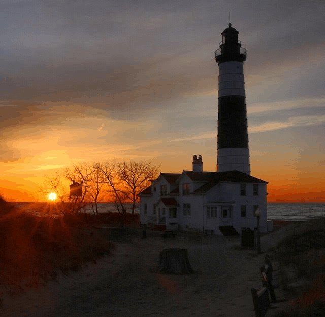 5 Spectacular Places To Watch A Michigan Sunset - The Awesome Mitten