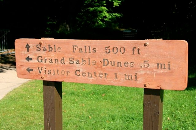 sable-falls-sign
