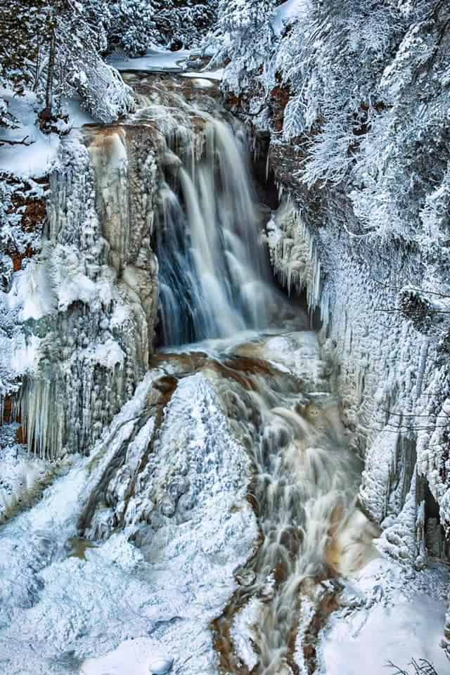 ice caves and frozen waterfalls in Michigan: Miners Falls