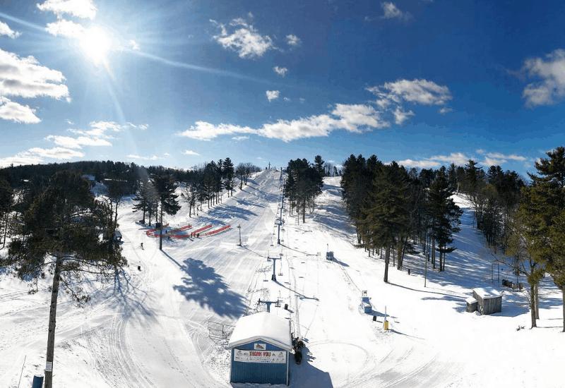 One of the Top Michigan Ski Resorts: Mt Holiday