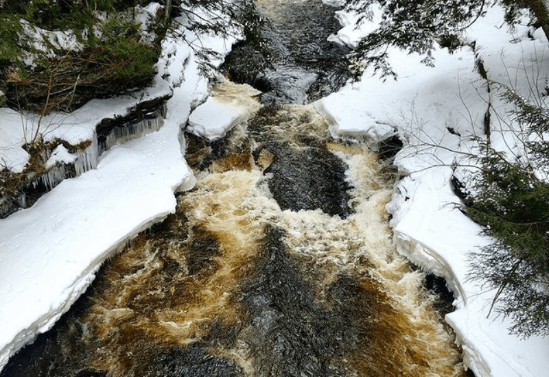 porcupine mountains - frozen nawadaha falls