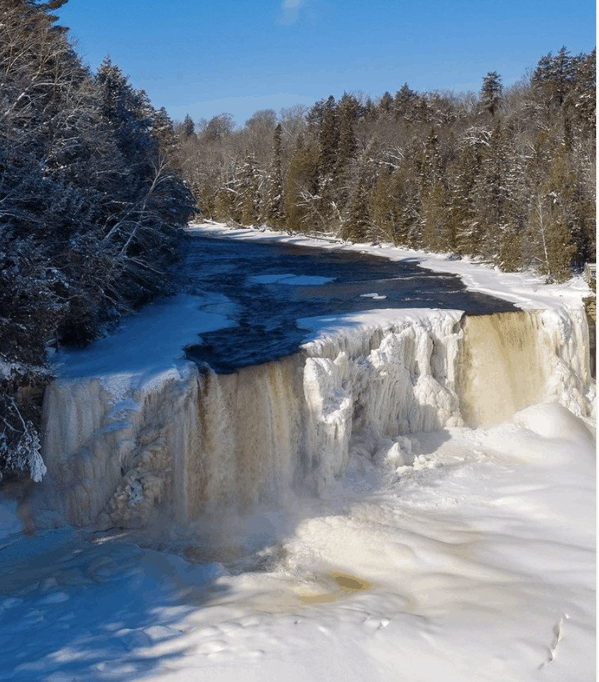 ice caves and frozen waterfalls in Michigan: Tahquamenon