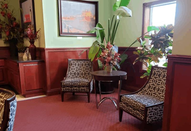 Mackinaw Beach and Bay Inn & Suites