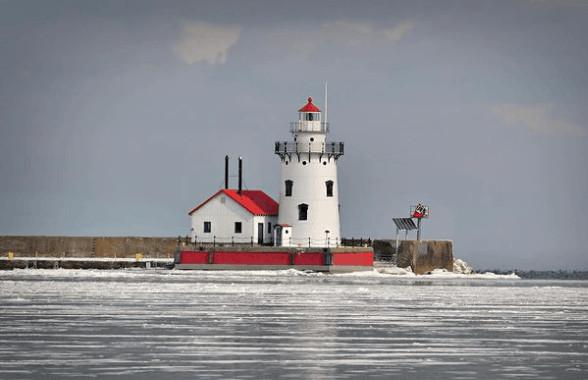 winter lighthouse in Michigan:Harbor Beach