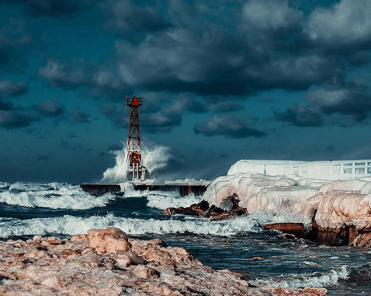 winter lighthouse in Michigan:Pentwater