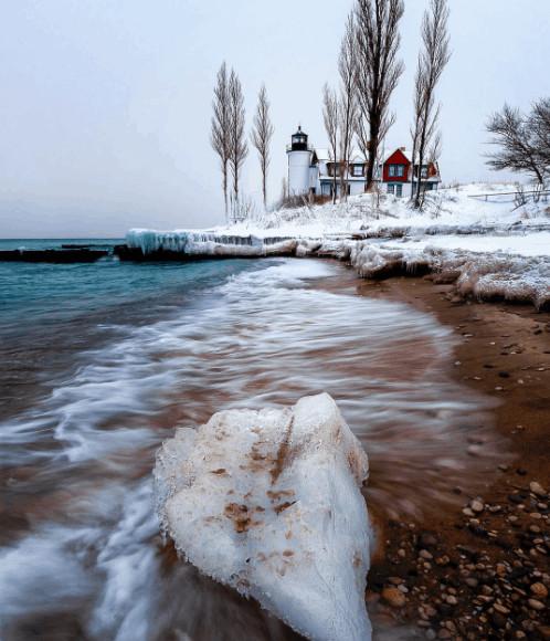 winter lighthouse in Michigan:Frankfort Michigan