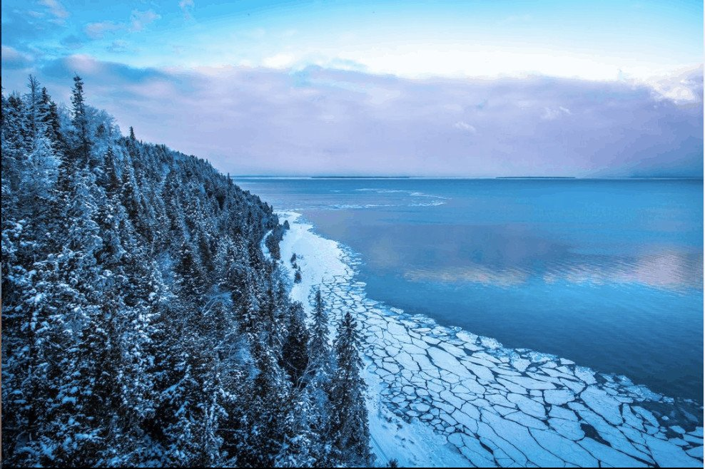frozen winter lakes in Michigan: Arch Rock