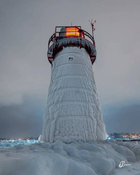 winter lighthouse in Michigan:South Haven