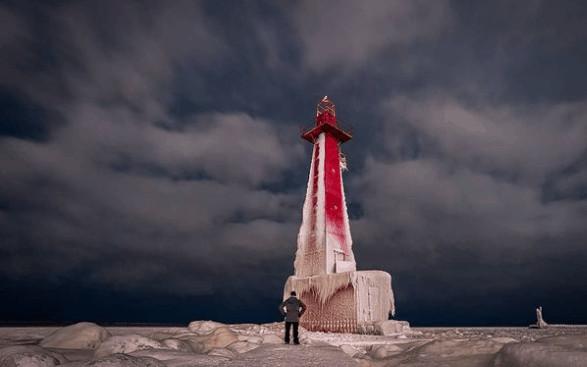 winter lighthouse in Michigan:Muskegon Breakwater Light