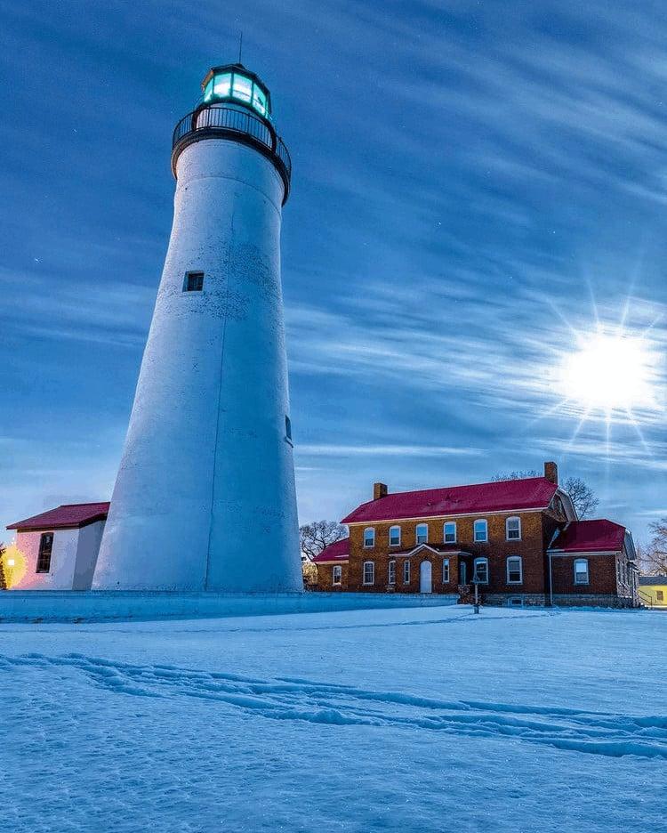 winter lighthouse in Michigan:Fort Gratiot Light