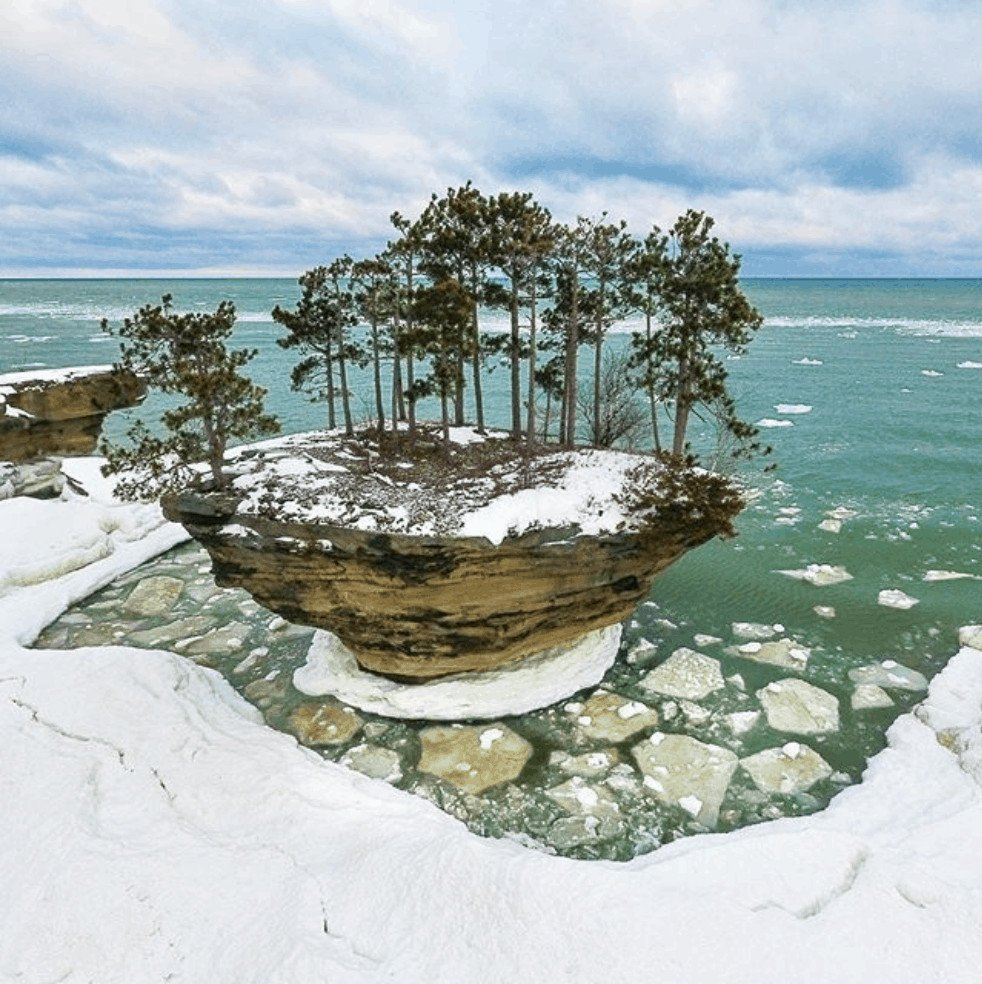 frozen winter lakes in Michigan: Turnip Rock