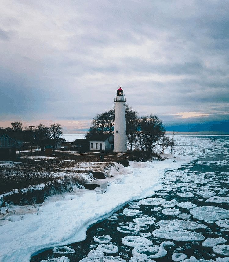 winter lighthouse in Michigan:Pointe Aux Barques