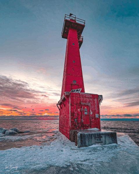 winter lighthouse in Michigan:Pere Marquette Park