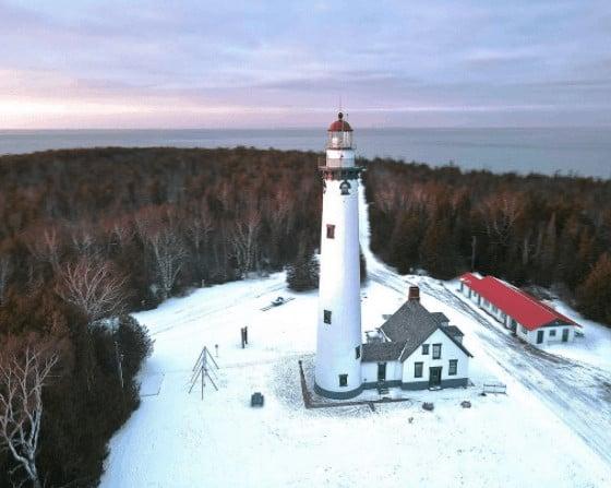 winter lighthouse in Michigan:New Presque Isle Light