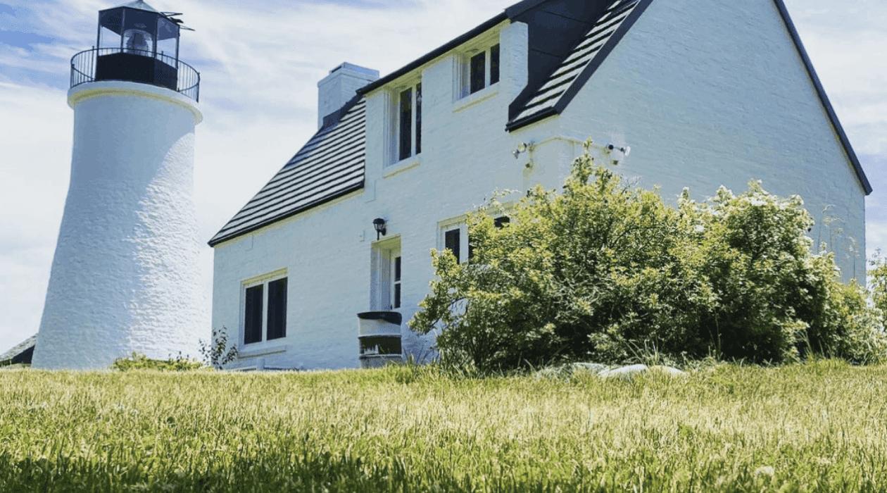 Old Presque Isle Light Plan a Lake Huron Lighthouse Tour in Presque Isle County