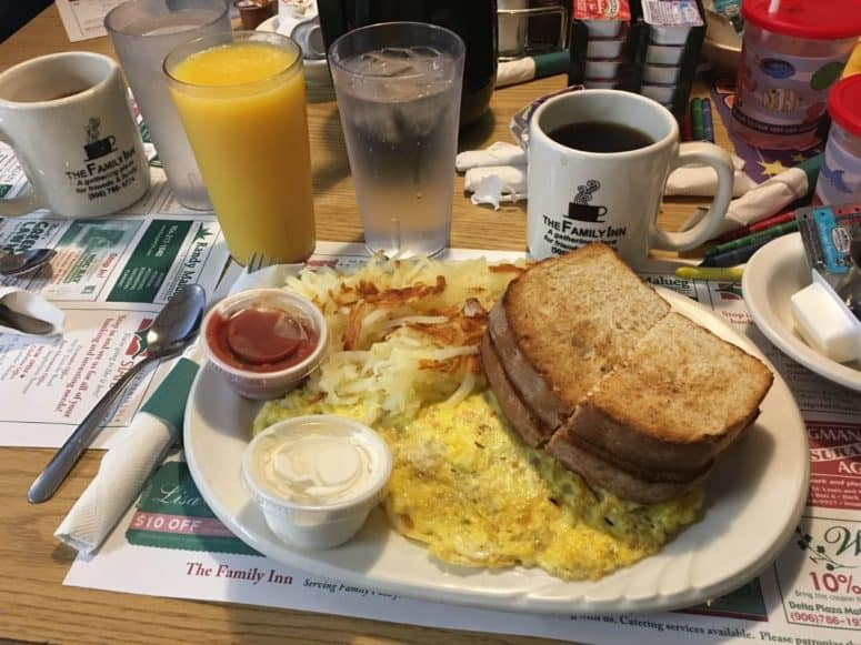Breakfast at The Family Inn Escanaba Just 4 Days to Explore the Upper Peninsula this Summer? Here's What We Did. #MittenTrip