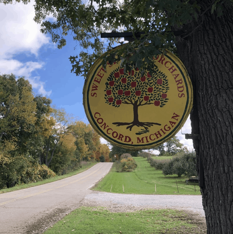 Sweet Seasons Orchard Munch & Crunch: Top 12 Apple Orchards & Cider Mills in Southcentral Michigan | Jackson, Hillsdale, Washtenaw, and Lenawee Counties