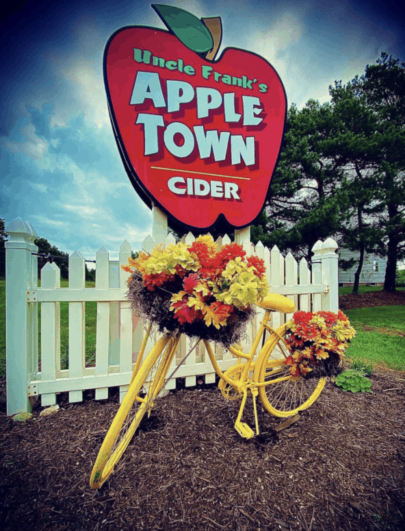 Uncle Franks Apple Town 1 Top 10 Northern Michigan Apple Orchards & Cider Mills in 2021